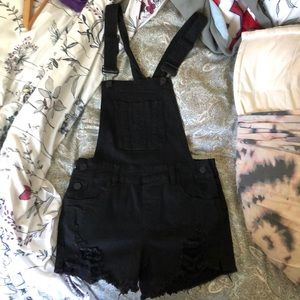 BLACK OVERALL SHORTS